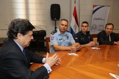 Ministerio del Interior distingue a oficiales por procedimiento en Ñemby