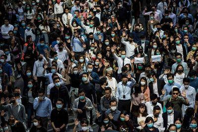 Miles de personas se manifiestan de nuevo en Hong Kong