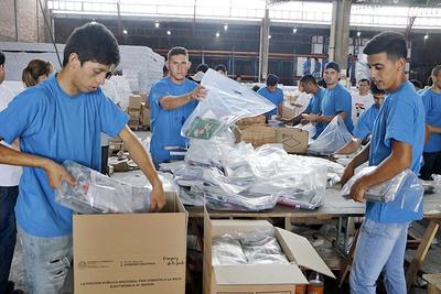 MEC inicia envío de kits escolares antes de finalizar el año