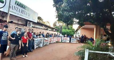 Ciudadanos reclaman pago de haberes atrasados de funcionarios del Hospital Distrital de Minga Guazú