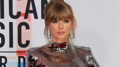 HOY / Taylor Swift pide ayuda para recuperar su música y cantarla en los AMA