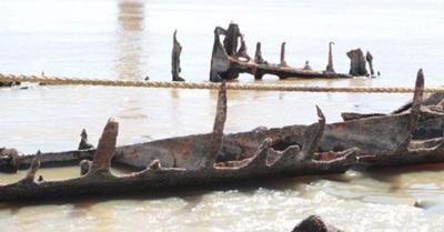 Ya están sacando del río buques y sitios de antaño