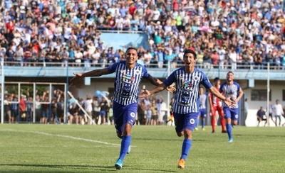 HOY / Guaireña festeja con la Copa y 12 de Octubre vuelve a Primera