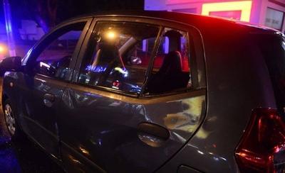 HOY / Policía cruzó luz roja y atropelló a un auto, denuncian