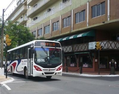 Transportistas ponen en marcha las impopulares reguladas