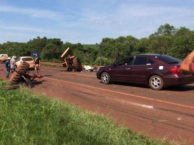 Violento choque entre tractor y camiónsobre el puente Pirapey
