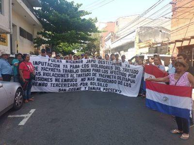 Afectados por violaciones del Tratado de Yacyretá piden la cabeza de Nicanor