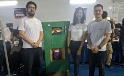 Jóvenes crean máquina dispensadora de remedios yuyos