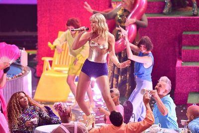 Taylor Swift pide ayuda para recuperar su música y cantarla en los AMA