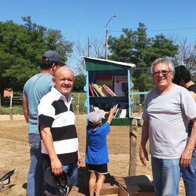 Campo Aceval: Recibieron donación de libros e instalaron biblioteca callejera