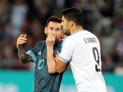 Messi y Luis Suárez empatan el Clásico del Río de la Plata