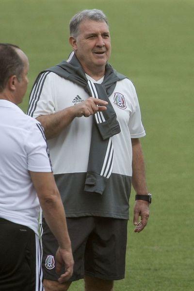 Martino sugerirá reducir extranjeros en la Liga MX