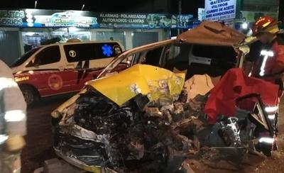 HOY / Taxista muere en choque frontal contra un camión