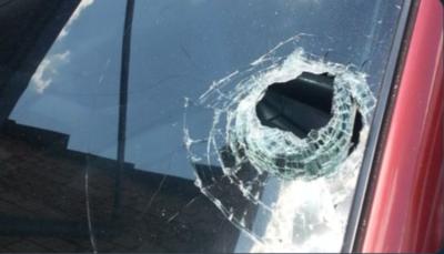 HOY /  Desodorante de ambiente explotó en el auto y rompió el parabrisas