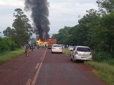 Fatal accidente entre automóvil y bus de mediana distancia en Natalio
