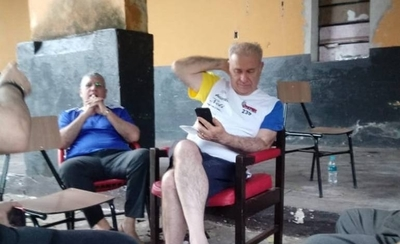 "HOY / Foto de González Daher con celular: ""Si tiene, vamos a quitarle"""