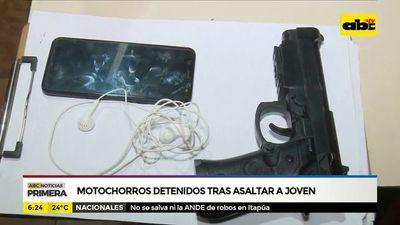 Motochorros detenidos tras asaltar a joven