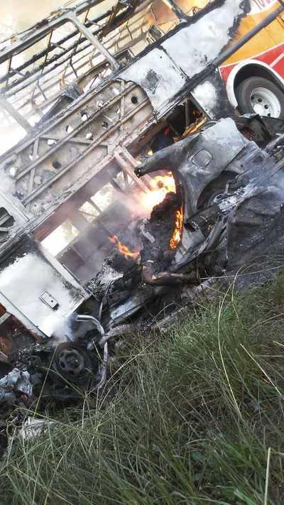 Fatal choque entre colectivo y automóvil deja dos muertos en Itapúa