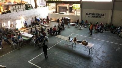 """HOY / Intendente de Lambaré no paga salarios y evita a funcionarios, cuestionan: """"Solo le vemos por la tele"""""""