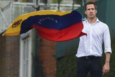 Guaidó camina por el filo de la navaja en su nueva apuesta contra Maduro