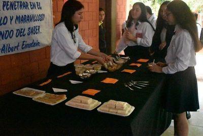 Estudiantes de Ayolas presentan sus trabajos en feria pedagógica
