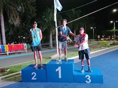 Cosme Fernández gana el bronce de la Continental Cup