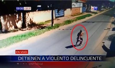 Detienen a joven que agredió a su pareja en plena calle