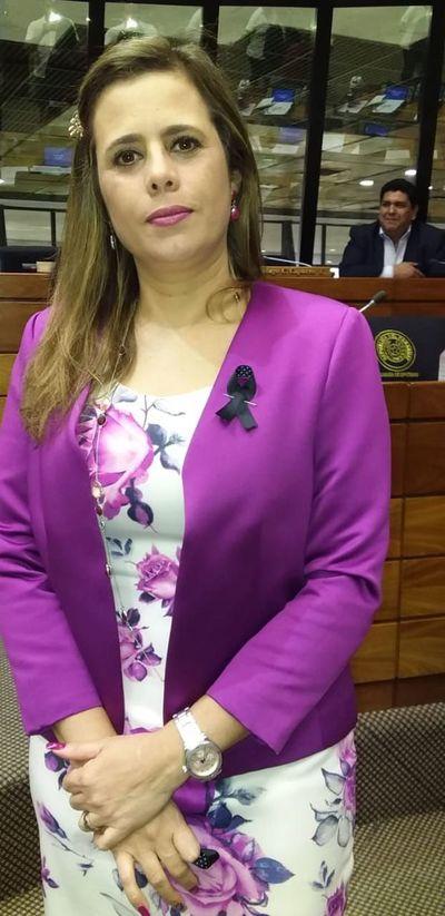 Cartes no tiene fueros y punto, dijo Kattya González