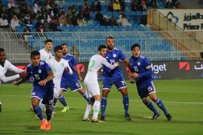 La falta de contundencia sella el empate albirrojo ante Arabia