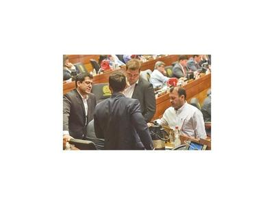 Parlamento autoriza al Ejecutivo a duplicar este año el déficit fiscal