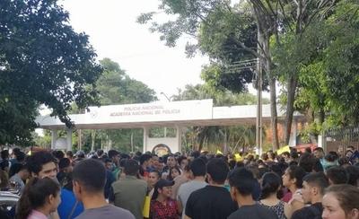HOY / Academia de la Policía: miles de postulantes quedan fuera sin explicación