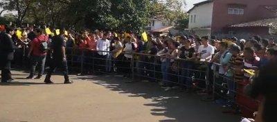 Postulantes a la Isepol se manifiestan tras eliminación masiva en examen médico