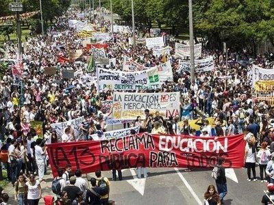 Paro nacional en Colombia en medio de denuncias de censura a medios, allanamientos y militarización de calles