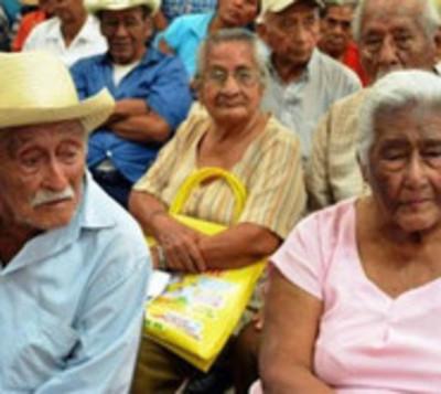 Senadores dicen no a adultos mayores en extrema pobreza