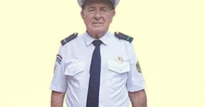 Juró como bombero a ¡sus 80 años!