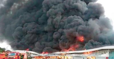 La caída del helicóptero causó un gran incendio