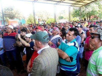 Intendente de Otaño arrea a pobladores a mitin político