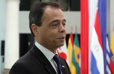 """Macri ordena regreso de embajadores """"políticos"""", incluido Héctor Lostri"""