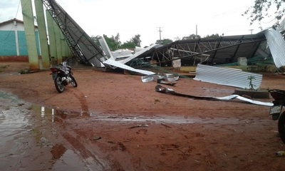 Tinglado colapsa a causa de tormenta en Amambay