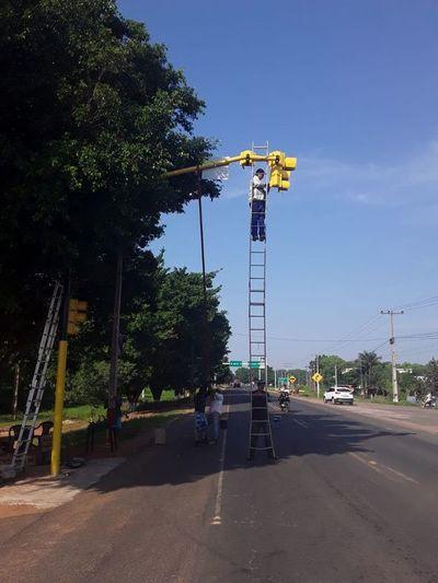 Sistema de semáforos fue inaugurado hace apenas un mes y ya deben repararlo por segunda vez