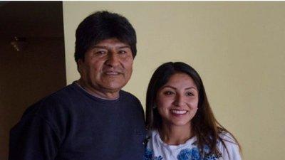 Hijos de Evo Morales salieron de Bolivia hacia la Argentina