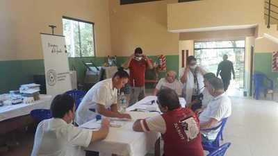 Adultos mayores del penal de Emboscada recibieron atención médica