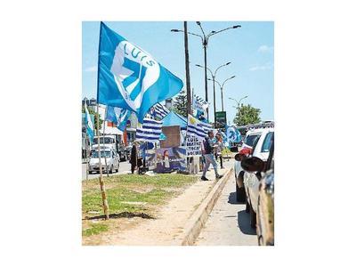Uruguayos eligen hoy en las urnas si sigue la izquierda o vuelve la derecha