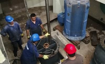 HOY / Continúan los trabajos para reponer servicio de agua en Asunción y alrededores