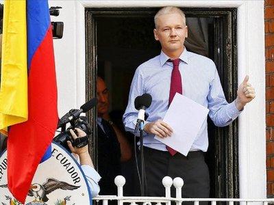Assange podría morir en prisión si no recibe atención, dicen doctores