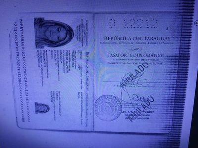 Aclaran que Tarragó usó solo la visa válida de su pasaporte diplomático anulado