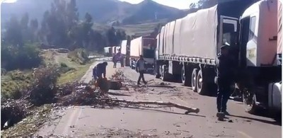 Unos 13 camioneros paraguayos siguen varados en Bolivia