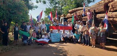 Jóvenes retienen tres camiones con rollos de especies nativas