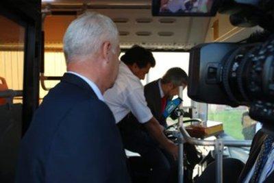 Presentan al Gobierno dos buses eléctricos para transporte público