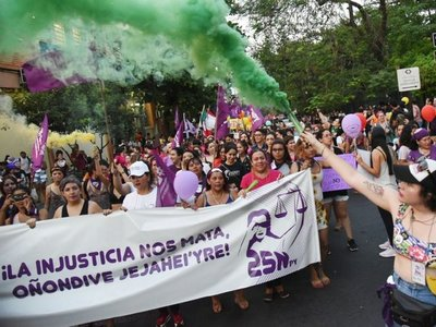 En multitudinaria marcha por 25N exigen mayor protección a  mujeres